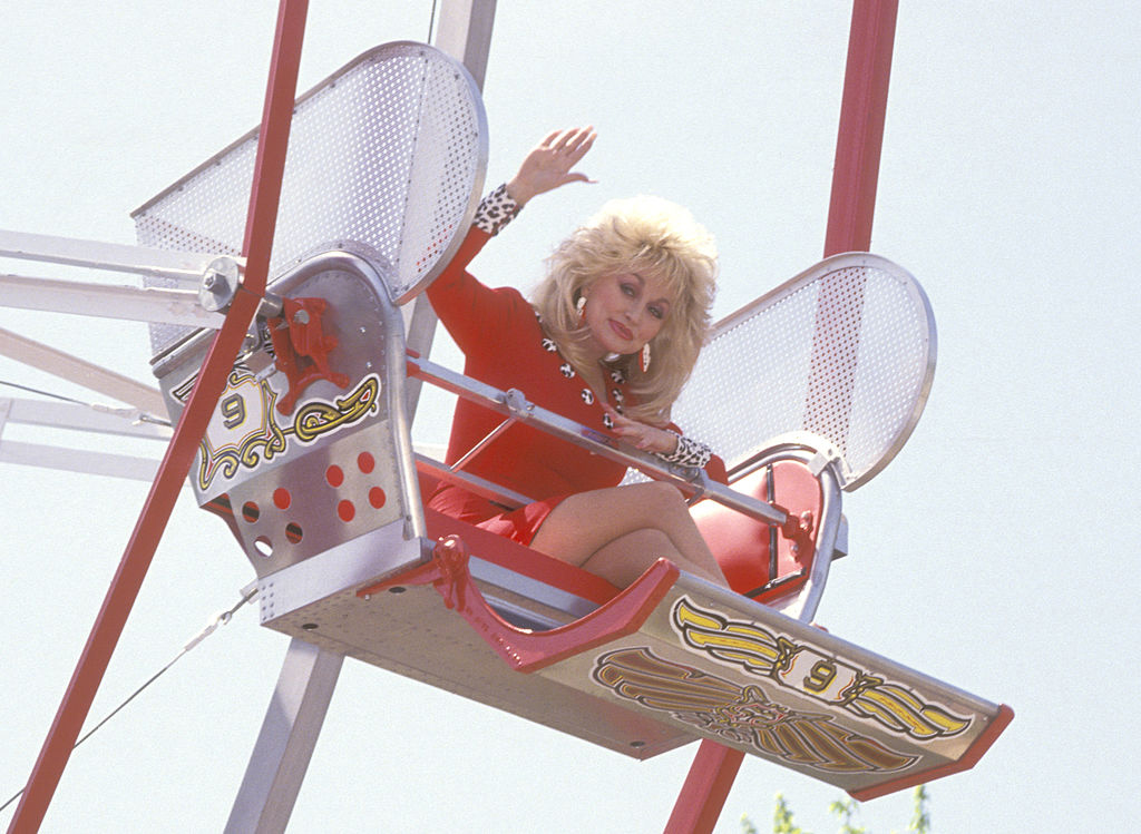 Dolly-Parton-Dollywood-97575231