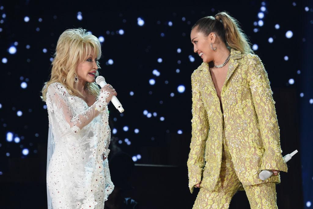 Dolly-Parton-Miley-Cyrus-1097615864