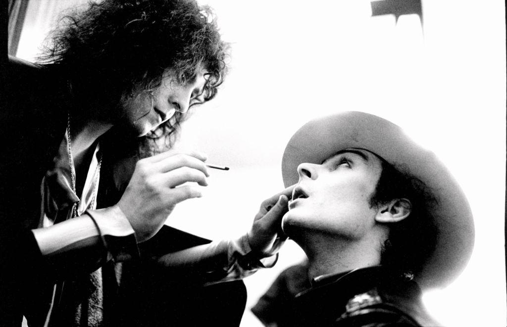 Mark Bolan putting on bandmates makeup