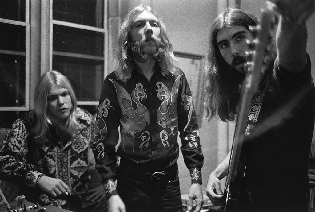 Allman Brothers preparing for a show