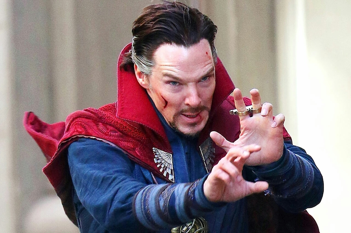benedict cumberbatch playing doctor strange sorcery