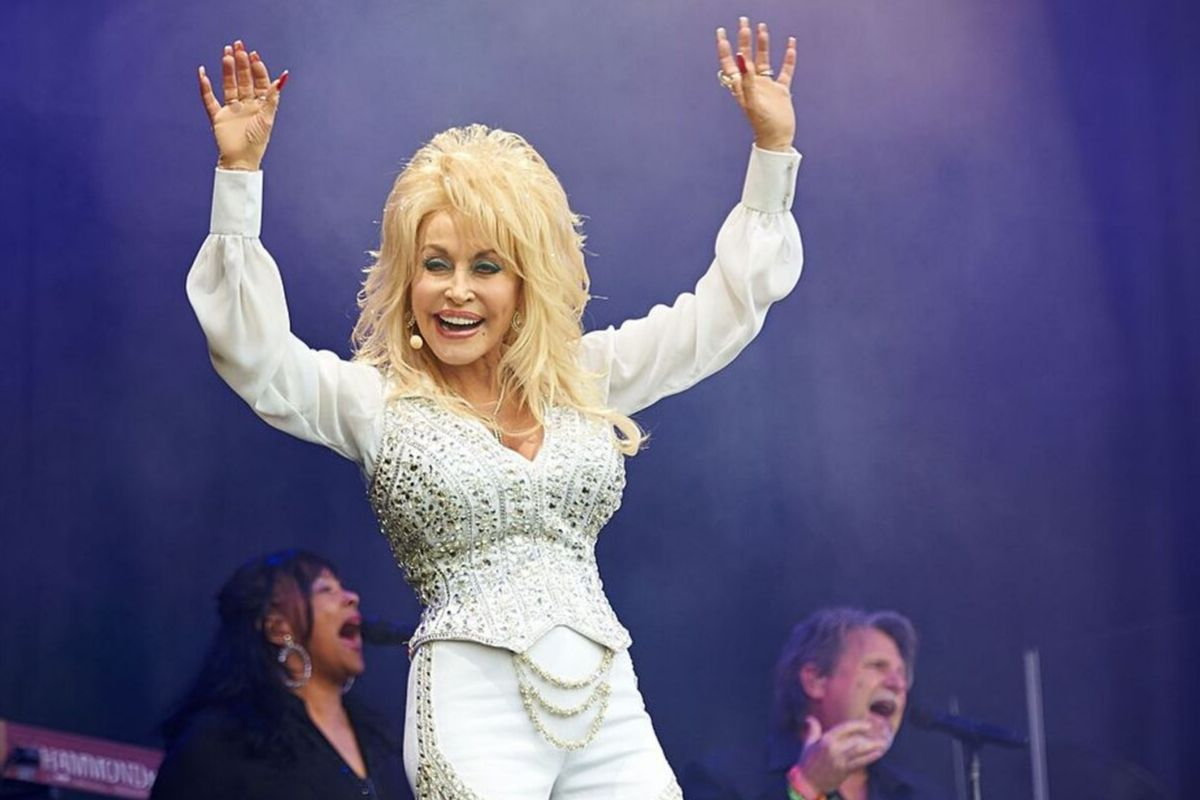dolly parton at festival performing