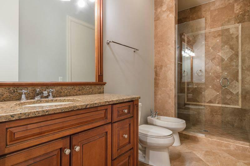 shaq-bathroom