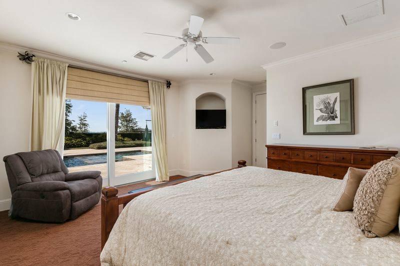 shaq-bedroom-2