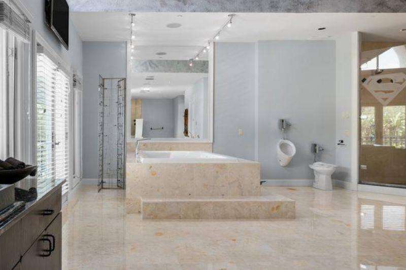shaq-master-bathroom